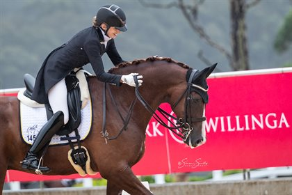 ADVFS Winners Serena Ireland and 'Royalty R' scoring 71.875% © Simon Scully