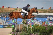 Billy Raymont and Oaks Redwood on their way to a wonderful clear round