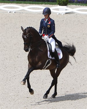 Charlotte Dujardin and Erlentanz in the flying changes.