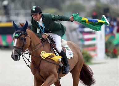 Marlon Modolo Zanotelli (BRA) celebrates after winning individual gold at the Pan American Games 2019 © FEI/Raul Sifuentes, Getty Images