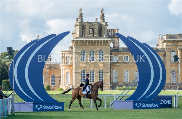 Pippa Funnell in action, with the stunning Blenheim Palace in the background. © Adam Fanthorpe