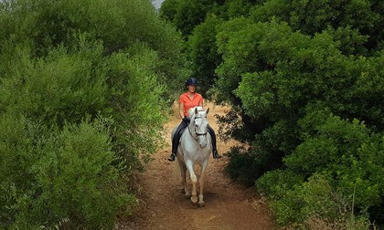 Riding through on of Spain and Europe's biggest wildlife reserves © Stephanie Abbott